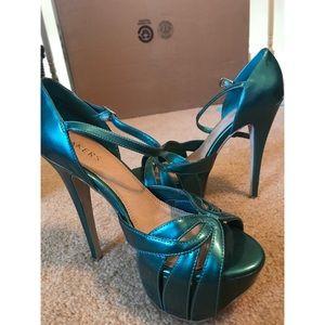 Bakers blue stiletto platform heels size 7